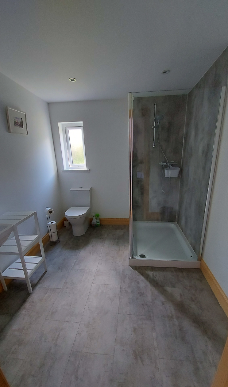 En suite bathrooms at Helmsdale Hostel - Holiday accommodation in Scotland