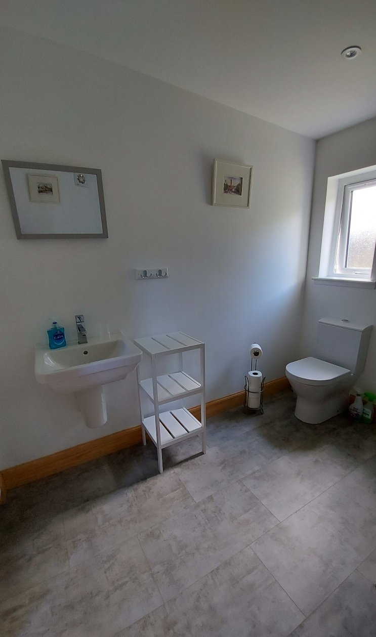 En suite bathrooms at Helmsdale Hostel